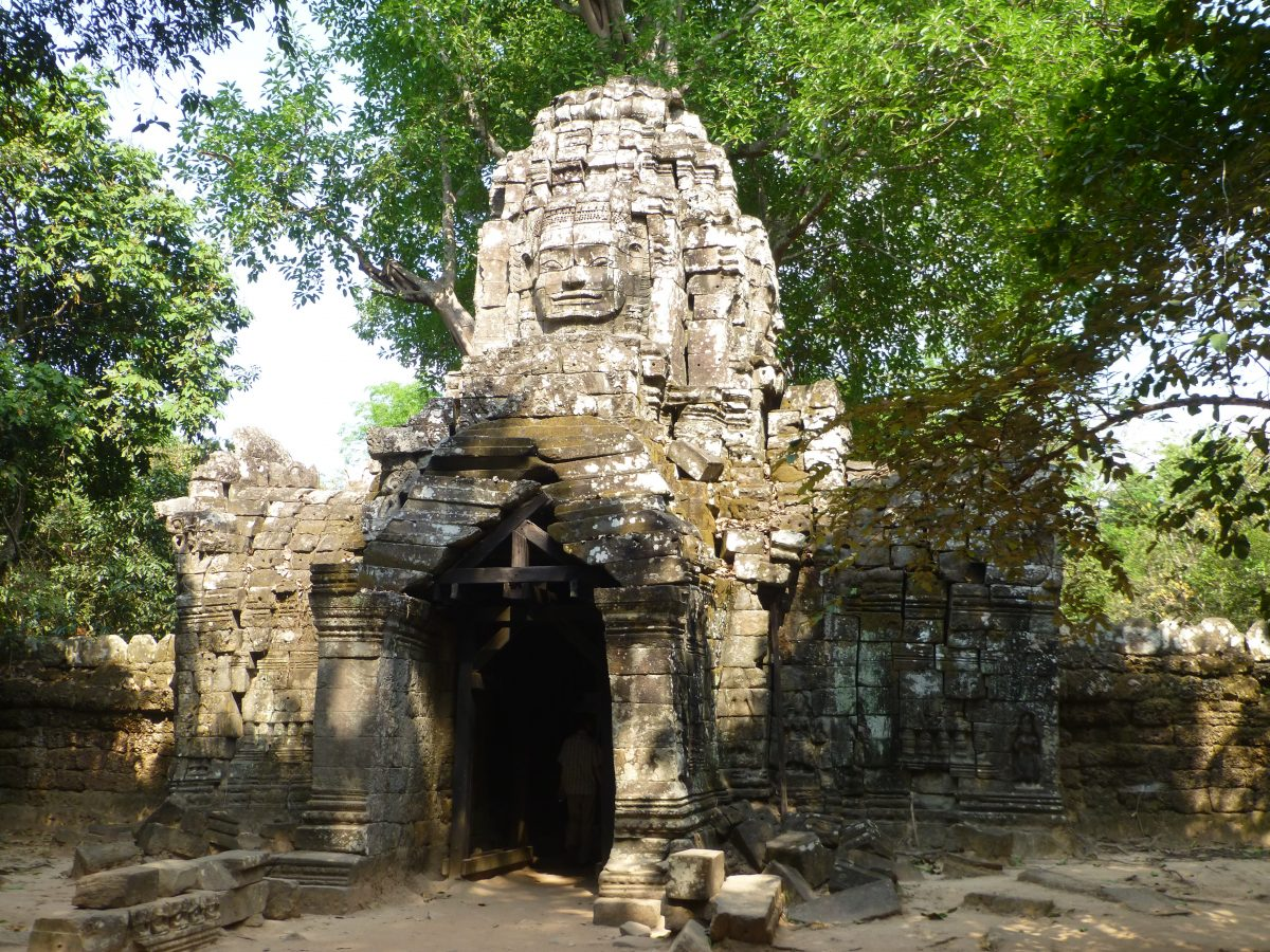 Bicycling the temples of Angkor: day 1